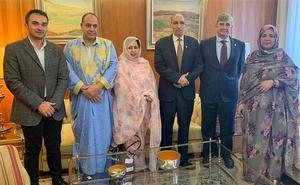 Una delegación de la República Saharaui visita al rector de la ULE