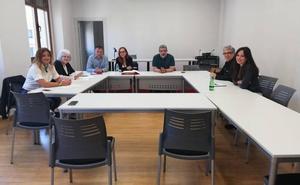 La candidata de IU al Ayuntamiento de León se reúne con los sindicatos