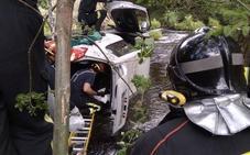 Rescatan a un varón de 82 años que cayó al río con su coche en Puente de Alba