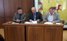 El alcalde de Astorga comunica a los vecinos de Palomar de la Vigarda y Tasconvento que el problema de sus viviendas está solucionado al 90%