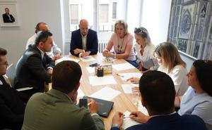 Diez recalca la colaboración interinstitucional y privada para recuperar la actividad máxima en León