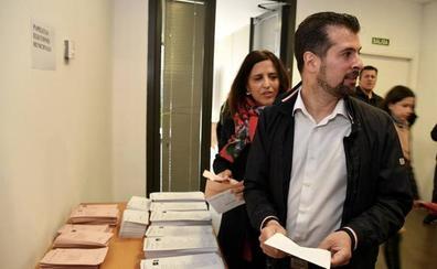 Tudanca anima a la «movilización» en una jornada que desde el PSOE esperan que sea «histórica»