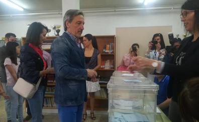 Pedro Muñoz llama a los ponferradinos «a tomar las riendas de su destino» y a decir «hasta aquí hemos llegado»