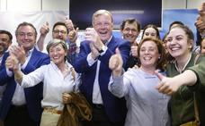 Silván celebra su derrota y hace un llamamiento a la «mayoría absoluta» del centro-derecha