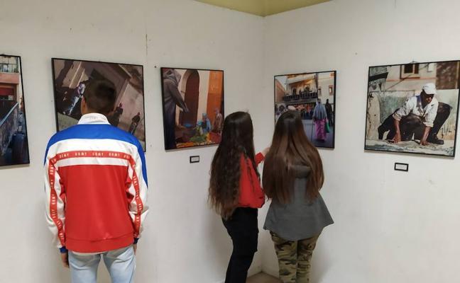 La Galería Didáctica del colegio Maristas San José acoge la exposición fotográfica «Al otro lado» del fotógrafo Luis Canal