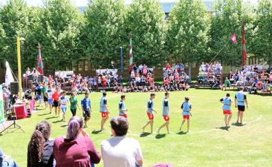 Un corro de lucha en el Campus de Vegazana clausura la Semana de la Lucha Leonesa