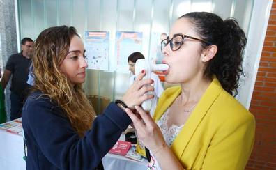 La Aecc y el Hospital del Bierzo lanzan un programa contra el tabaco que combina técnicas de psicología con tratamientos farmacológicos