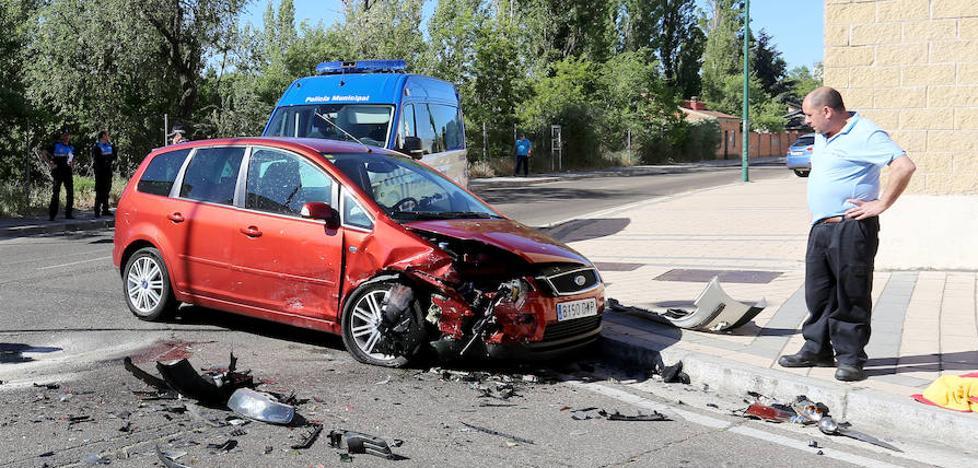 Dos heridos en el choque entre dos vehículos en Valladolid