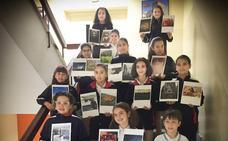 El Colegio Leonés Jesús Maestro acoge la exposición 'Primeras Miradas'