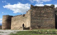 El entierro de una 'cápsula del tiempo' dará inicio el viernes a las obras en el Castillo Viejo de Ponferrada