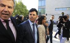 El juez desestima las peticiones de Julio Iglesias en el caso sobre paternidad y el juicio continuará el 4 de julio