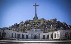 El Supremo paraliza la exhumación de Franco pero hace un guiño al Gobierno