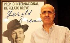 El leonés Carlos García Valverde acaba de publicar el libro de cuentos «Como un pájaro extraño»