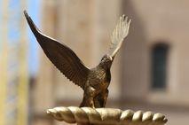 León rememora el Natalicio del Águila