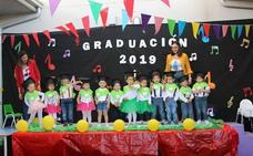 Doce niños se gradúan en 'Pequecoyanza'