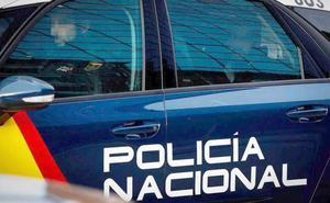 La Policía Nacional detiene a un hombre tras agredir a su pareja en plena calle en León