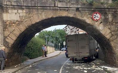 León estudiará mejoras en la señalización del Puente de San Marcos tras los últimos accidentes