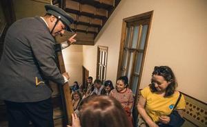 Teatro y champán en las noches de fiesta de Casa Botines
