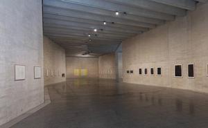 El Musac propone 'A vibra voz': una visita poética a la exposición de María Lara a través del actor y poeta Víctor M. Díez