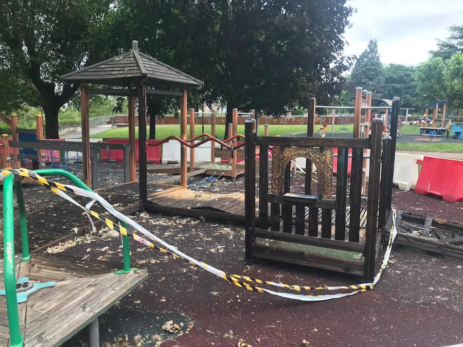 Parque infantil calcinado en Papalaguinda
