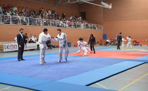Más de 300 judokas participan en el 51 Trofeo de Judo Ciudad de León