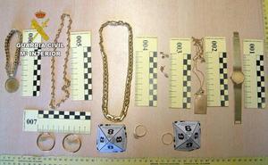 Dos detenidos por el robo de joyas por un valor de 25.000 euros en una vivieda de La Virgen del Camino