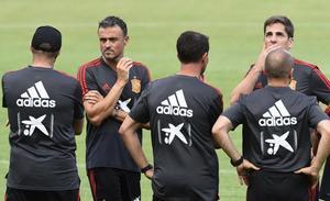 Luis Enrique renuncia a la selección y le suple Robert Moreno