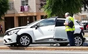Un conductor se da a la fuga tras provocar una colisión por alcance en la Avenida de Portugal y dejar una herida