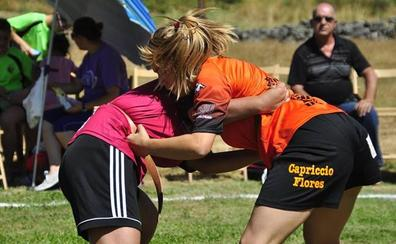 Valdepiélago acoge una concentración de lucha leonesa femenina