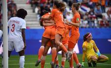 Holanda gana a Canadá y se queda con el liderato