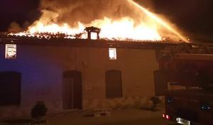 Un incendio calcina una casa recién reformada en la localidad vallisoletana de La Seca y obliga a evacuar a una familia