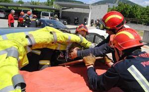 Herido grave un conductor tras colisionar con un camión en la rotonda de la ITV de Ponferrada