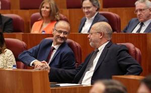 Fuentes inaugura su presidencia de las Cortes con un «es tiempo de cambio», coreado de carcajadas