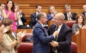 Cs asume el control de las Cortes «más plural de toda la historia autonómica» y Luis Fuentes lidera la era «del cambio»