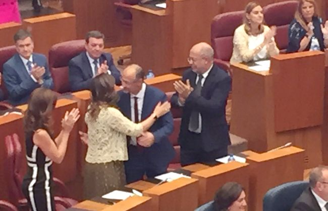 Luis Fuentes, elegido presidente de las Cortes en primera votación por los procuradores de PP y Cs