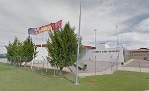 Un interno de Villahierro hiere a dos funcionarios a puñetazos y patadas y se enfrenta a dos años de cárcel