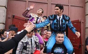 El Fandi, Cayetano y Pablo Aguado, por la puerta grande en León