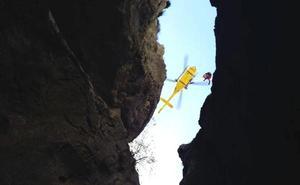 El espectacular rescate de un montañero que cayó por una grieta en Picos de Europa