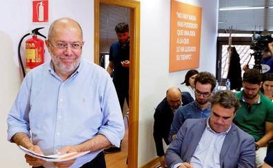 Igea insta a Mañueco a que tome una decisión sobre el Gobierno conjunto porque el «tiempo se agota»