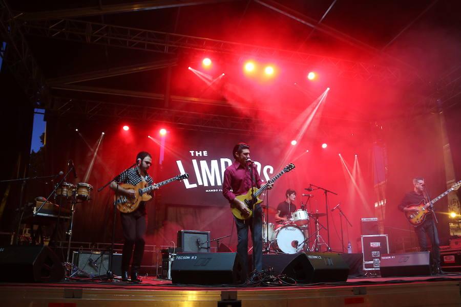 León baila a ritmo de The Limboos