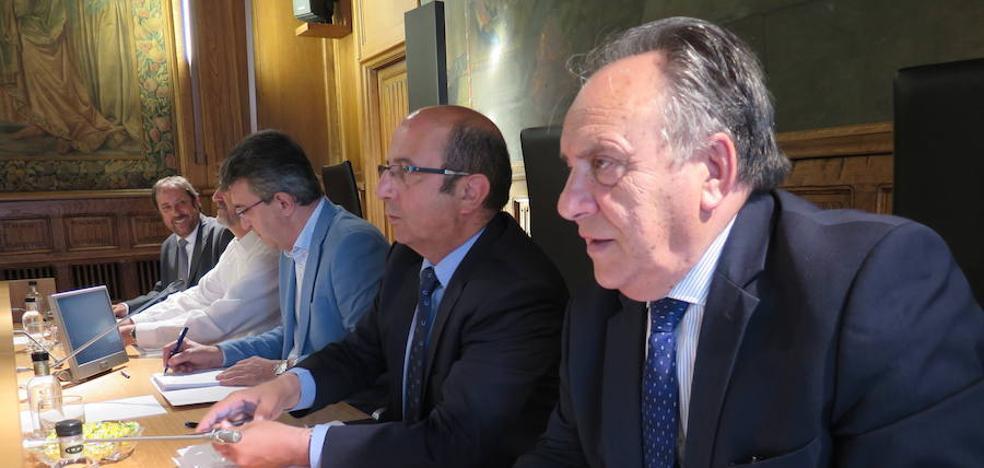 Los dos diputados no adscritos se despiden con críticas y 'recados' en el pleno de la Diputación