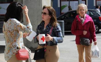 Los leoneses aportan 5.087 euros de solidaridad gracias en el Día de la Banderita de Cruz Roja