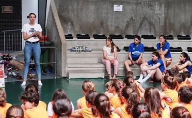 Cerca de 100 niños participan en el primer Campus Deportivo Gigantes del Basket, en el que ha participado la internacional Laura Quevedo