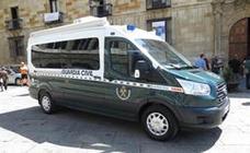 La oficina móvil de la Intervención de Armas de la Guardia Civil visitará cinco localidades leonesas en julio
