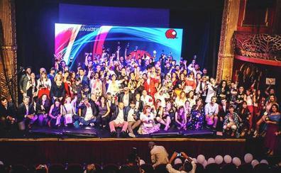 La agencia de publicidad leonesa zezina gana el premio de 'acción social' por calcetines solidarios