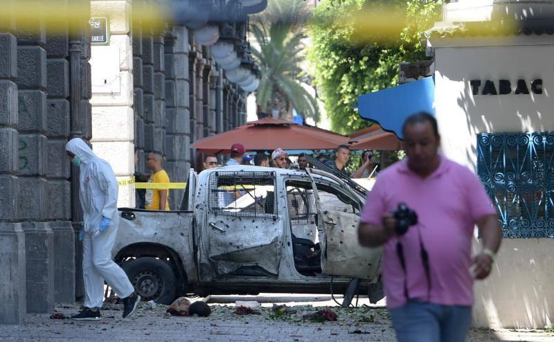 Al menos un muerto y ocho heridos por un doble atentado en la capital de Túnez