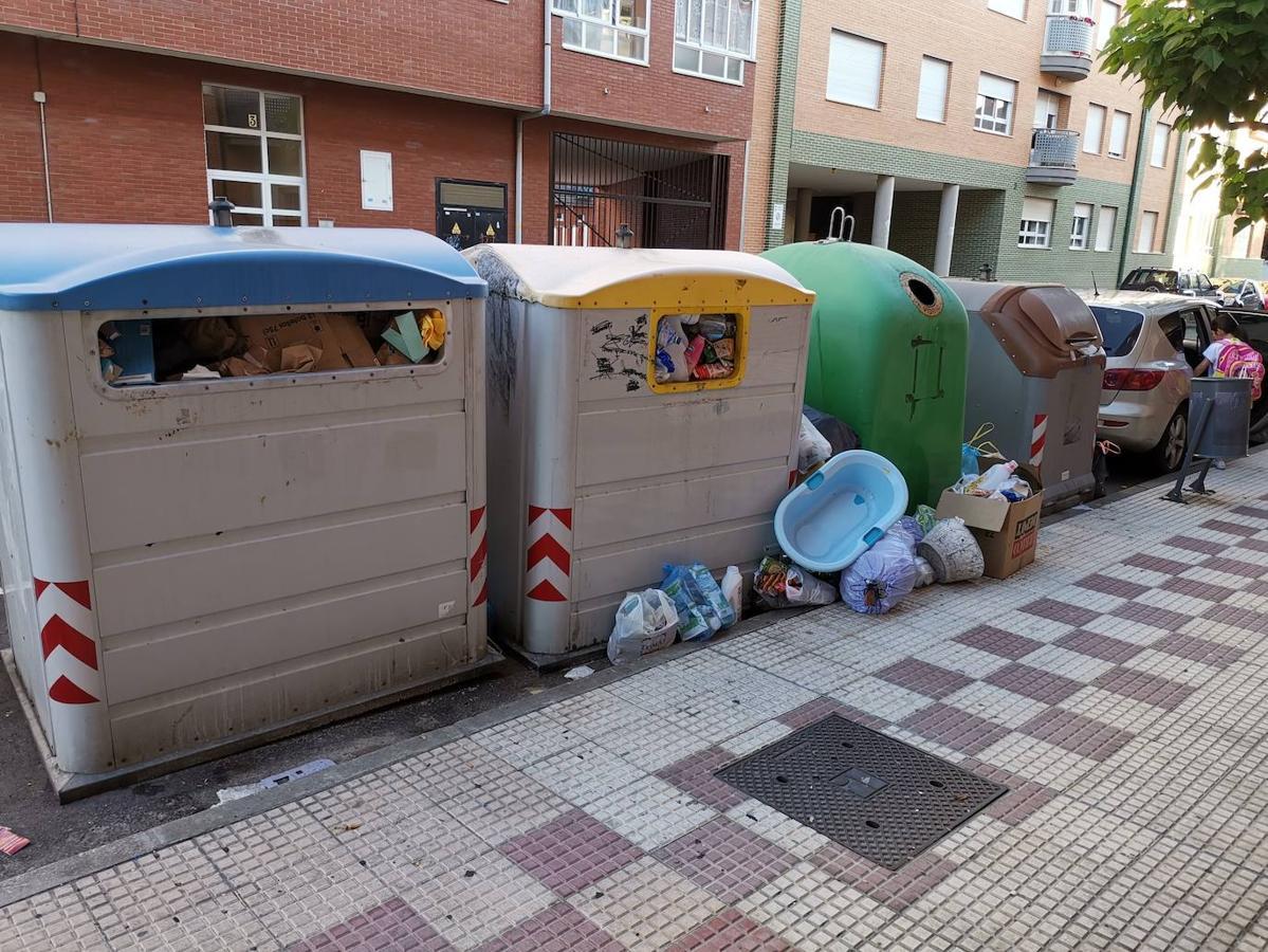 La basura se acumula en Villaquilambre