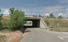 Cortada la carretera LE-5521 en La Virgen del Camino por la reparación de un paso en la N-120