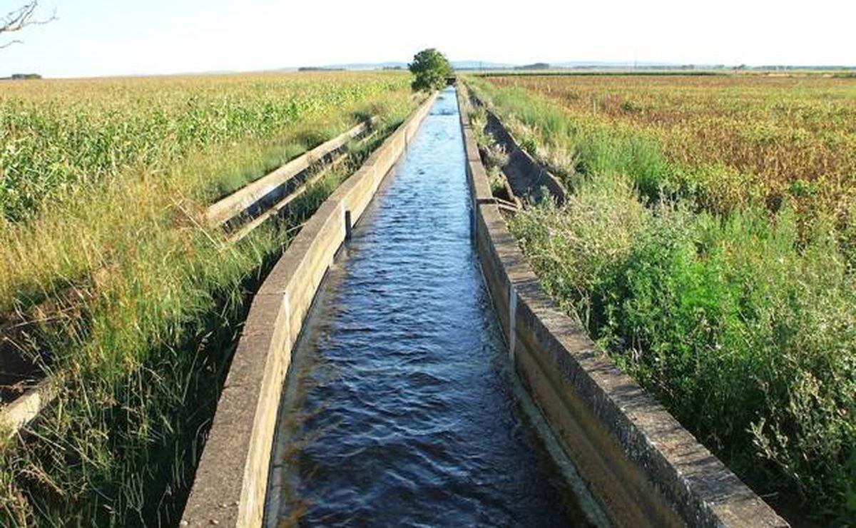 Los regantes leoneses cargan contra la medida del Gobierno de aumentar los costes del uso del agua