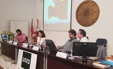 Macarena Berlín y Espido Freire cierran en Ponferrada el curso de verano de la Uned 'Periodismo narrativo en tiempos de noticias falsas'